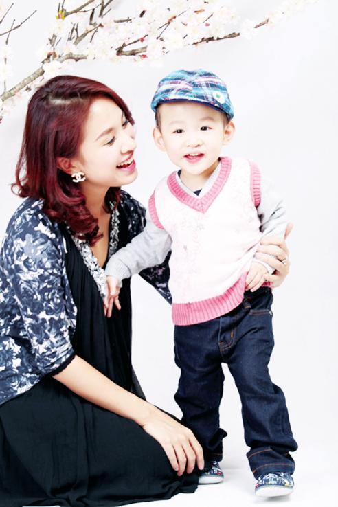 Sau công việc bận bịu MC Thanh Vân luôn dành thời gian chơi với con. Ảnh: T.L
