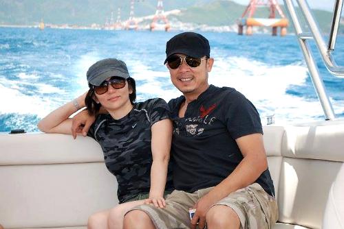 Nghệ sĩ Vân Sơn và vợ.