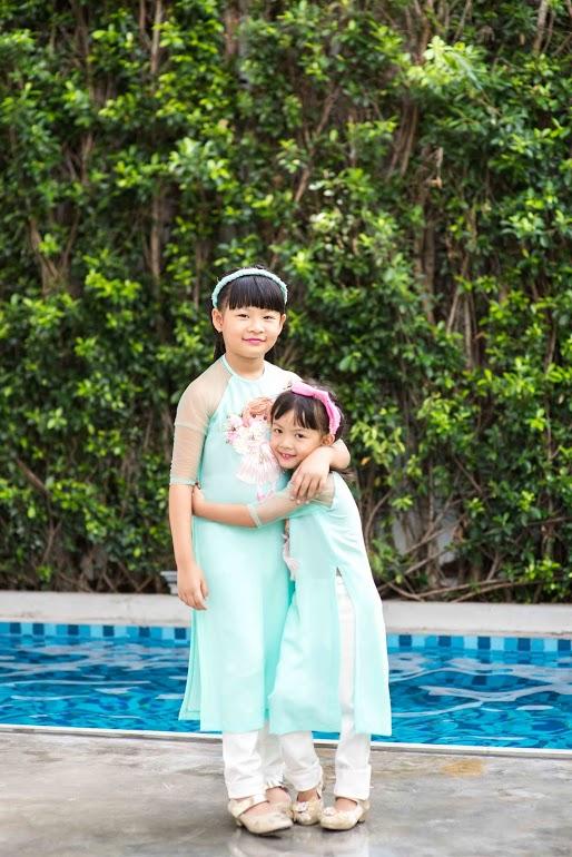 Nhân ngày Quốc tế thiếu nhi 1/6, Bình Minh cho hai con gái An Nhiên, An Như thực hiện bộ ảnh áo dài cách tân rất dễ thương.