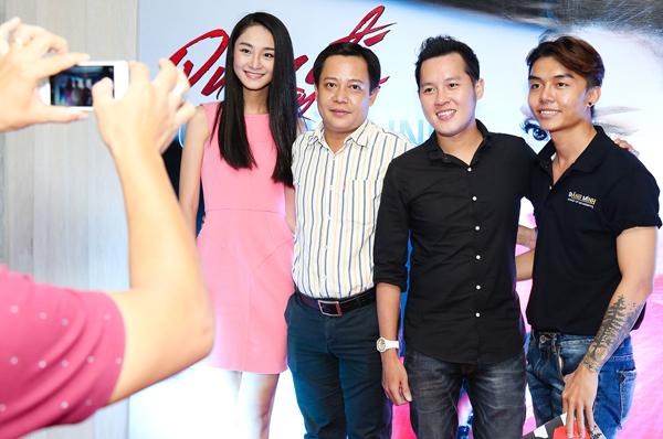 Bạn trai của Trà My tên Hoàng Đạo, làm việc tại một công ty truyền thông. Đôi tình nhân vui vẻ chụp ảnh cùng bạn bè trong buổi ra mắt MV của người đẹp Cao Thùy Linh tại TP HCM.