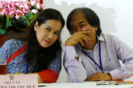 Bà Nguyễn Thị Thu Huệ và nhà văn Nguyễn Quang Thiều