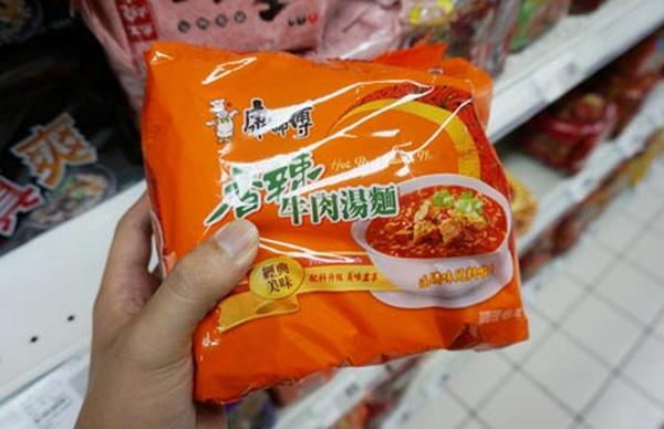 Mì Master Kong bày bán tại một siêu thị ở Đài Loan.