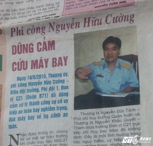 Bài báo viết về việc anh Cường cứu máy bay mà gia đình giữ lại đến bây giờ
