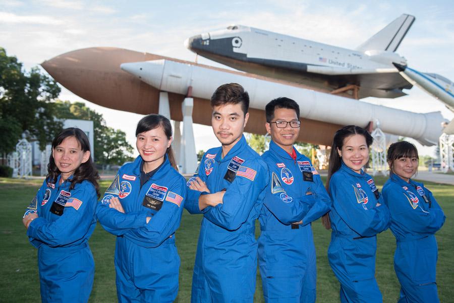 6 đại diện của Việt Nam tham dự HESA năm 2016. (Ảnh: HESA)