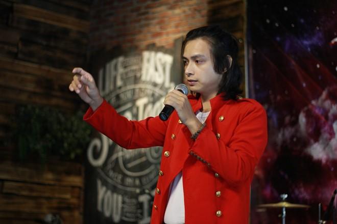 Tú Michael có phong cách giống với thần tượng Michael Jackson. Ảnh: Khuê Tú