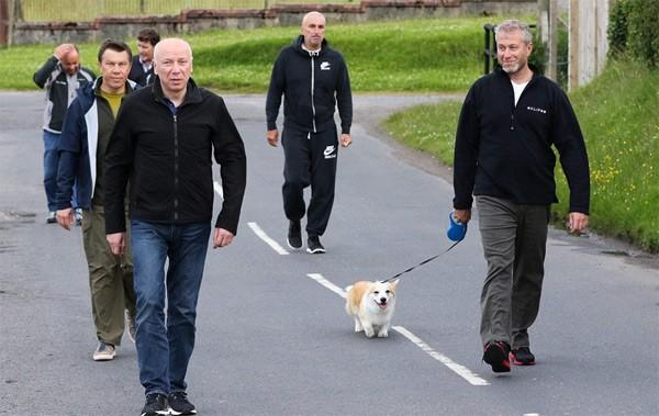 Đi dạo hằng ngày giúp con người cảm thấy sảng khoái và hạnh phúc hơn.