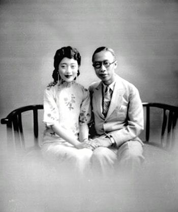 Vua Phổ Nghi (phải) và hoàng hậu Uyển Dung. Ảnh: Baidu.