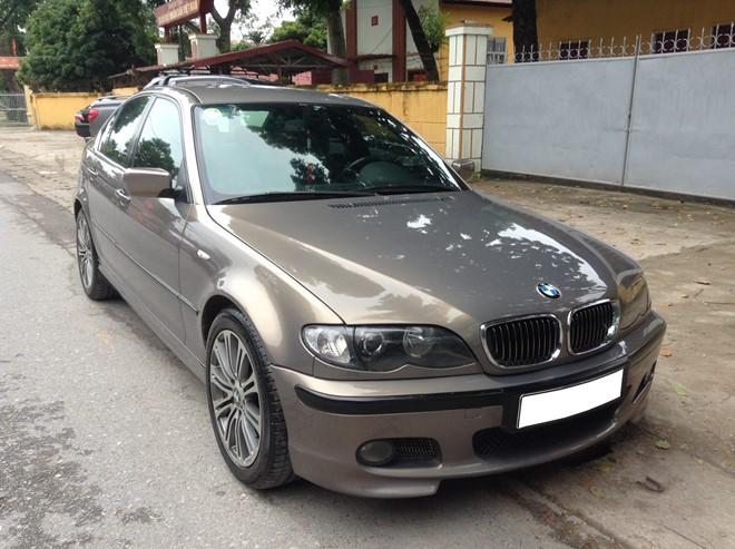 BMW 318i có kiểu dáng đẹp, thân vỏ chắc chắn.