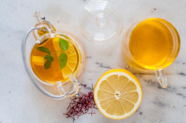 Nước chanh mật ong uống buổi sáng giúp làm sach ruột, thanh lọc cơ thể.