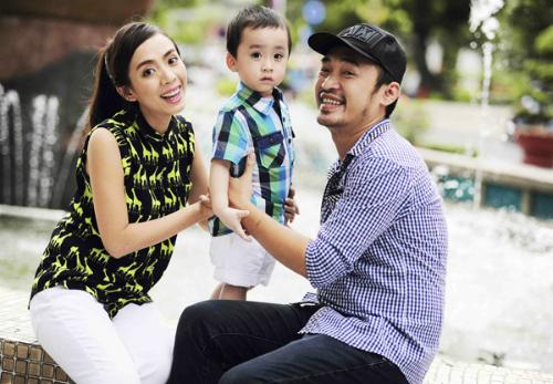 Gia đình hạnh phúc của vợ chồngThu Trang - Tiến Luật.