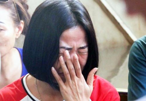 Cô bạn thân Nam Anh không cầm được nước mắt. Ảnh: Hải Hiếu