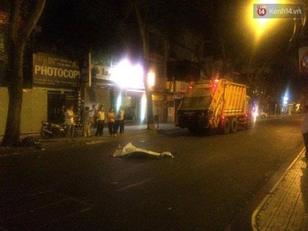 Chiếc xe rác đã không phanh kịp nên cán người này tử vong tại chỗ.