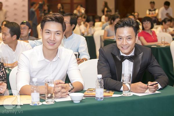Mạnh Trường & Hồng Đăng ở ngoài đời là một đôi bạn thân nhưng trên phim ảnh thì họ là những tình địch cùng theo đuổi Lã Thanh Huyền.