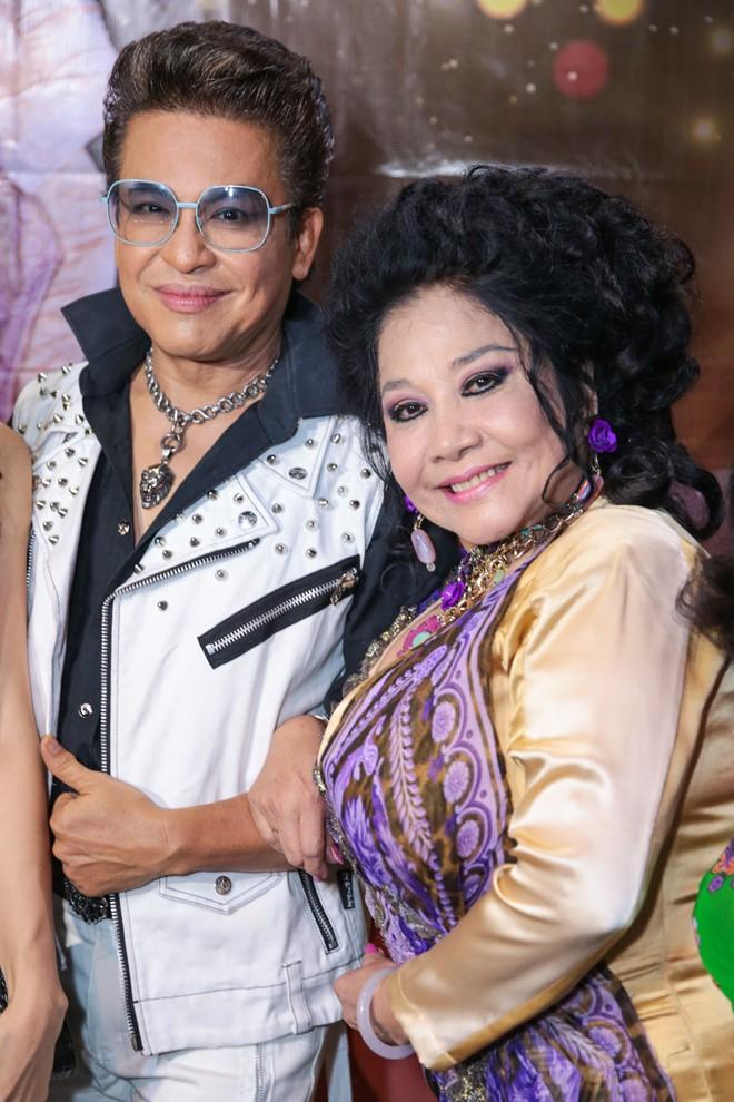 Ngày 14/7, MC Thanh Bạch khiến khán giả bất ngờ khi tổ chức đám cưới với bà Thúy Nga tại Đồng Nai. Anh cho rằng đám cưới của mình là đám cưới nghệ thuật. Đây là lần tổ chức thứ 8 của cả hai.