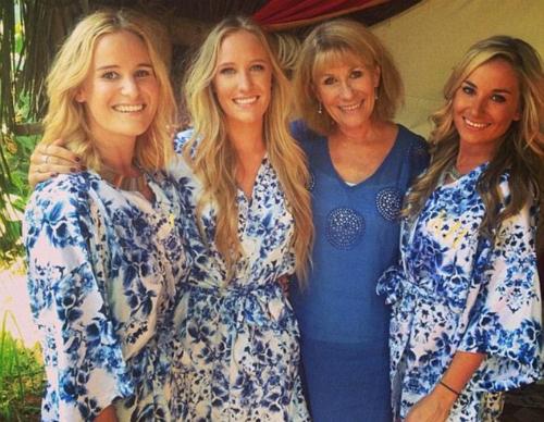 Bà Jan và ba cô con gái út. Ảnh:Hannah Habgood.