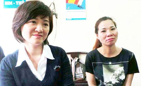 Chị Trang (phải) và em gái Tạ Thị Thu Vân (con đẻ bà Hạnh)