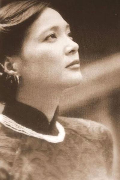 Vẻ đẹp dịu ngọt, đáng yêu của Lê Khanh khiến bao trái tim nhung nhớ.