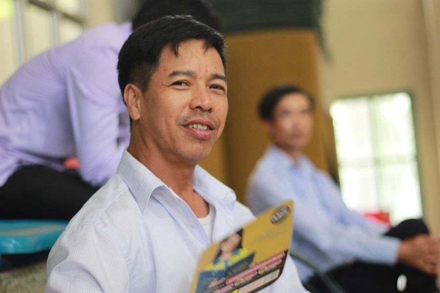 Nhà cách trường khoảng 60km nên nhiều ngày nay, ông Nguyễn Văn Vỹ (49 tuổi, Ba Vì, Hà Nội) thường xuyên dậy từ 3h sáng để đưa con đi thi