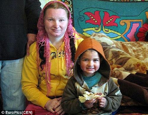 Rifca Stanescu được công nhận bà ngoại trẻ nhất thế giới