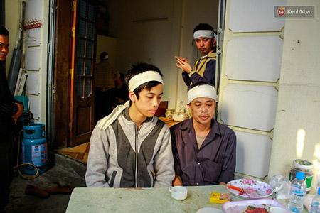 Hai cha con ông Dũng đang cùng phải gánh chịu nỗi đau quá lớn vì sự ra đi bất ngờ của người vợ, người mẹ