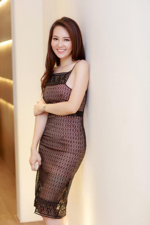 Từ khi trở thành Á hậu cuộc thi Hoa hậu Việt Nam 2008, người đẹp chọn lối sống khép kín. Cô kết hôn được 6 năm, có một cậu con trai 4 tuổi nhưng ít khi chia sẻ với báo giới về tổ ấm của mình, thậm chí chưa một lần khoe ảnh ông xã.