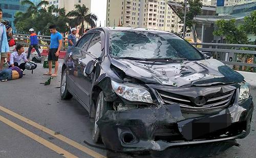 Chiếc xe gây tai nạn bị hư hỏng nặng. Ảnh: Trần Hải