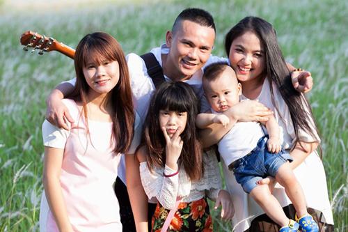 Gia đình hạnh phúc của Tú Dưa và Lam Trang.