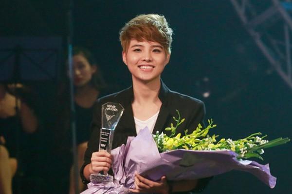 Vũ Cát Tường đạt giải Bài hát yêu thích tháng 12 với ca khúcMơ. Ảnh: VTV
