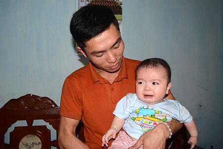 Đứa con kháu khỉnh của vợ chồng Hòa - Giang