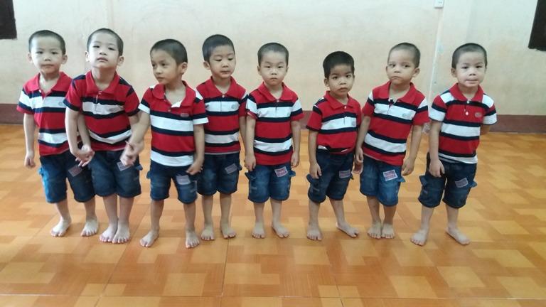 8 đứa trẻ đáng thương khi chưa có gia đình nhận. Ảnh: Đ. Tuỳ