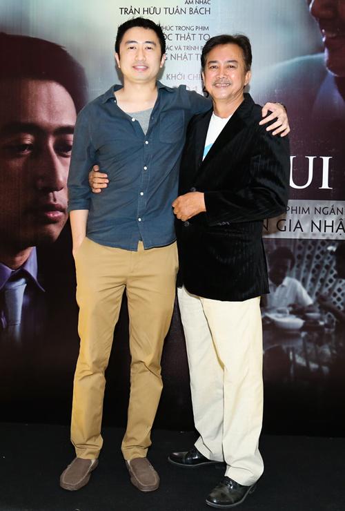 Diễn viên David Trần (trái) và nghệ sĩ Quách Tĩnh đóng vai hai cha con trong phim ngắn Niềm vui của ba, truyền thông điệp ý nghĩa về sự quan trọng của tình cảm gia đình trong thời hiện đại.