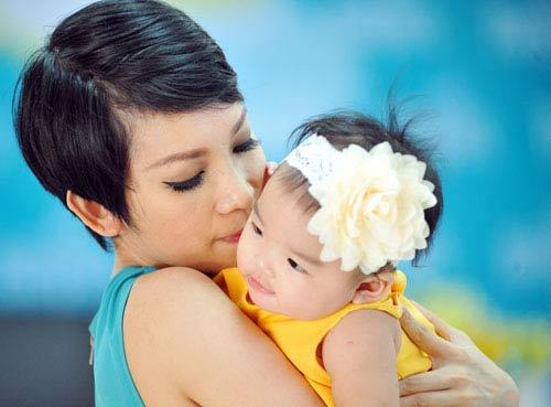 Xuân Lan thường xuyên chia sẻ hình ảnh đáng yêu của con gái với fan hâm mộ