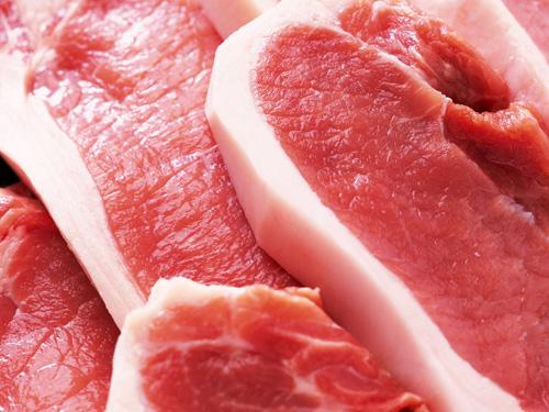 Nên chọn những miếng thịt có màu hồng tươi, vết cắt có màu sắc tự nhiên, sáng, khô (Ảnh: Internet)