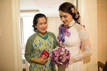 Bà Thu Huệ và Trang Nhung trong lễ ăn hỏi.