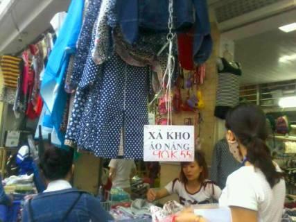 Những cửa hàng ở khu chợ sinh viên bán áo chống nắng Việt Nam giá rẻ