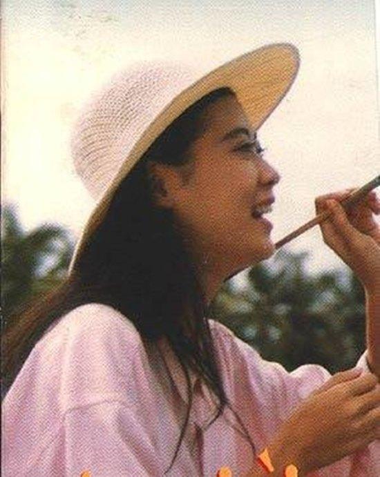 Cùng ngắm lại nhan sắc xinh đẹp một thời của nữ hoàng nước mắt Diễm Hương trong những năm đỉnh cao của tài năng và nhan sắc.