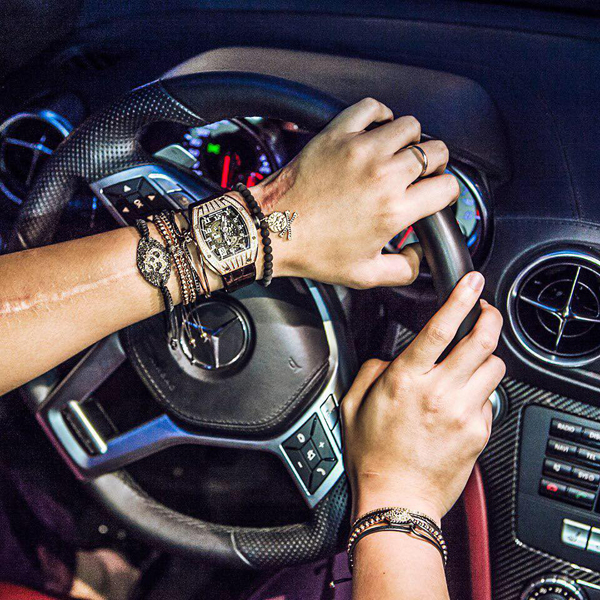 Bảo Hưng sở hữu nhiều chiếc đồng hồ do Richard Mille sản xuất. Đây là một thương hiệu đồng hồ của Thụy Sĩ với những thiết kế thuộc hàng xa xỉ nhất trên thế giới. Giá mỗi chiếc Richard Mille thấp nhất là 54.000 USD (khoảng 1,2 tỷ đồng). Richard Mille RM 56 Sapphire là thiết kế đắt tiền nhất của hãng với giá lên tới 2 triệu USD (khoảng 44 tỷ đồng).