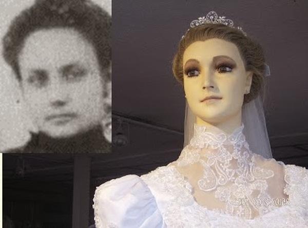 Ma-nơ-canh La Pascualita có nhiều nét giống con gái chủ tiệm cửa hàng.