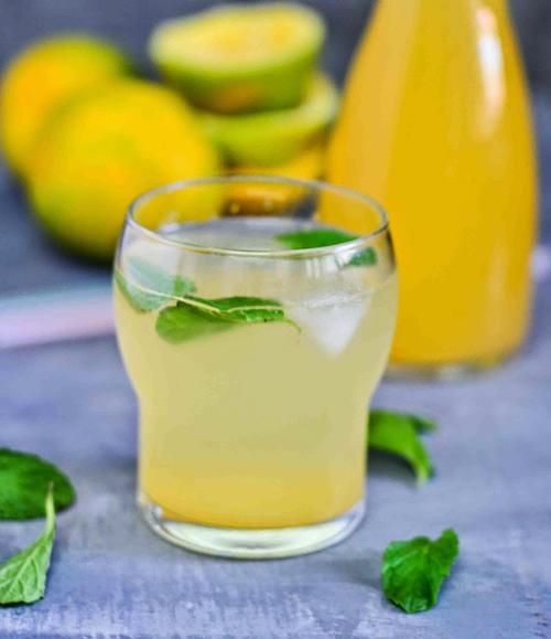 Hỗn hợp cam - chanh uống trước bữa ăn giúp tiêu mỡ, giảm cảm giác thèm ăn.