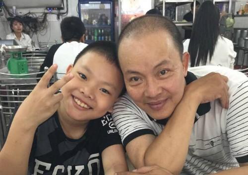 Đức Hải và con trai.