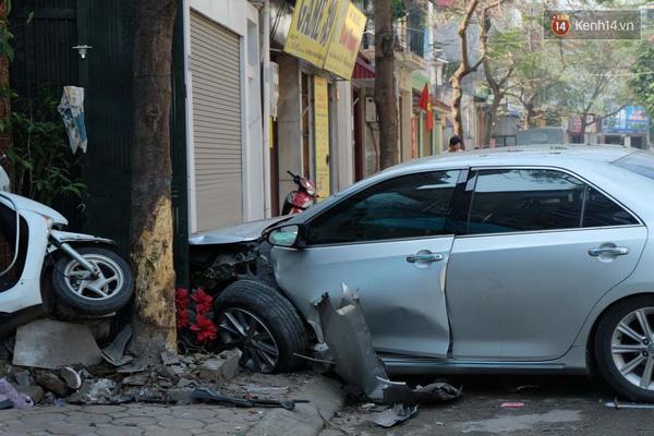 Chiếc Camry gây tai nạn