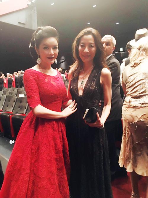 Tại sự kiện ngày 17/5 ở LHP Cannes 2016, Lý Nhã Kỳ bất ngờ hội ngộ với ngôi sao Trung Quốc Dương Tử Quỳnh. Cả hai gặp nhau trong phòng chiếu phim.