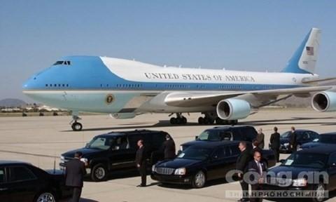 Không lực Mỹ đã có mặt từ nhiều ngày trước để vận chuyển chuyên cơ và các loại phương tiện xuống sân bay Nội Bài phục vụ chuyến thăm của Tổng thống Obama.