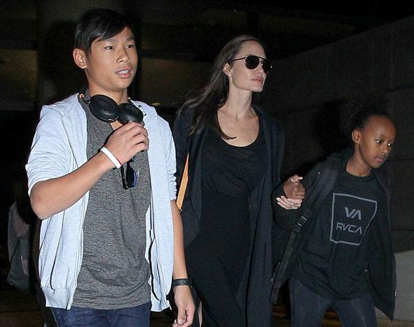 Sau thời gian quay phim ở đất nước Đông Nam Á, Pax Thiên trông chững chạc và khỏe mạnh hơn nhiều.