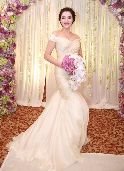 Trang Nhung lộng lẫy trong bộ váy cưới của nhà thiết kế Hoàng Hải.