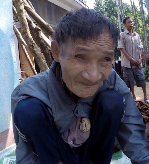 Ông Hồ Văn Thanh hiện sức khỏe đã già yếu, không còn minh mẫn. Ảnh: Docastaway