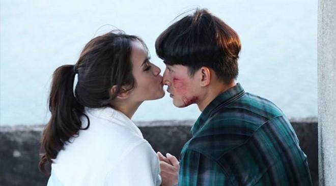 Lương Thế Thành rất hợp vai chính Tài Khoai và anh có màn phối hợp ăn ý với người đẹp Tú Vi.