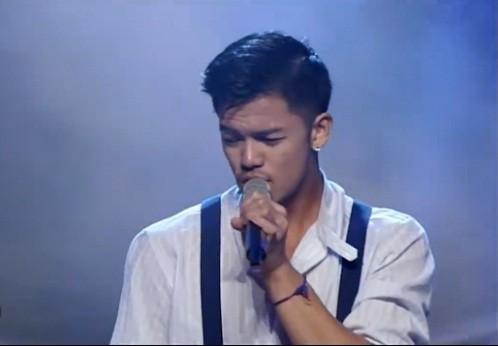 Trọng Hiếu trình diễn ca khúcLet me be the one trong live show Bài hát yêu thích tháng 1/2016.