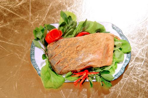Món cá thính sau khi đã đủ thời gian muối và ướp sẽ dùng được ngay.