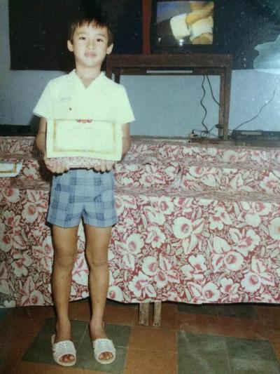 Lương Thế Thành khoe thành tích của năm học lớp 4, bậc tiểu học.